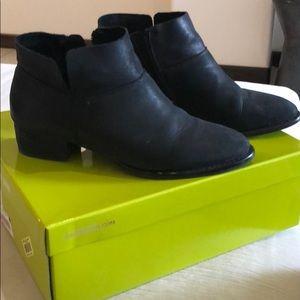 Gianni Bini ankle booties